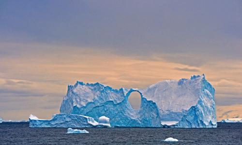 Splitting iceberg