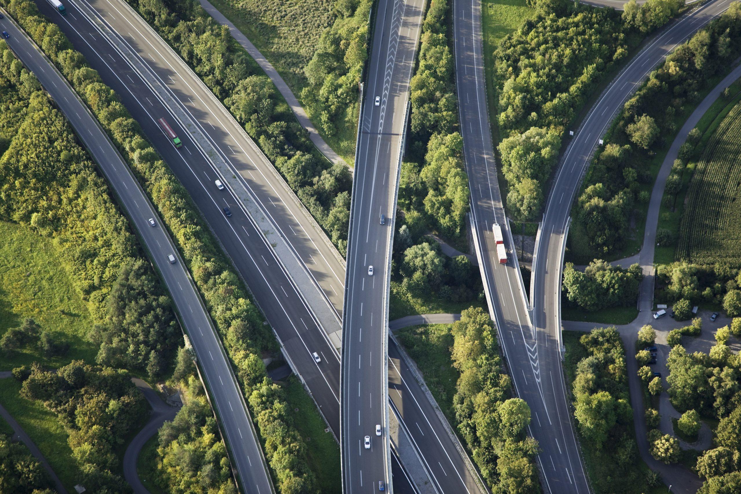 [url=http://www.istockphoto.com/my_lightbox_contents.php?lightboxID=856990 t=_blank][img]http://www1.istockphoto.com/generic_image_view/26784/26784[/img][/url] Aerial view of highways through green nature Light grain because of 320 ASA